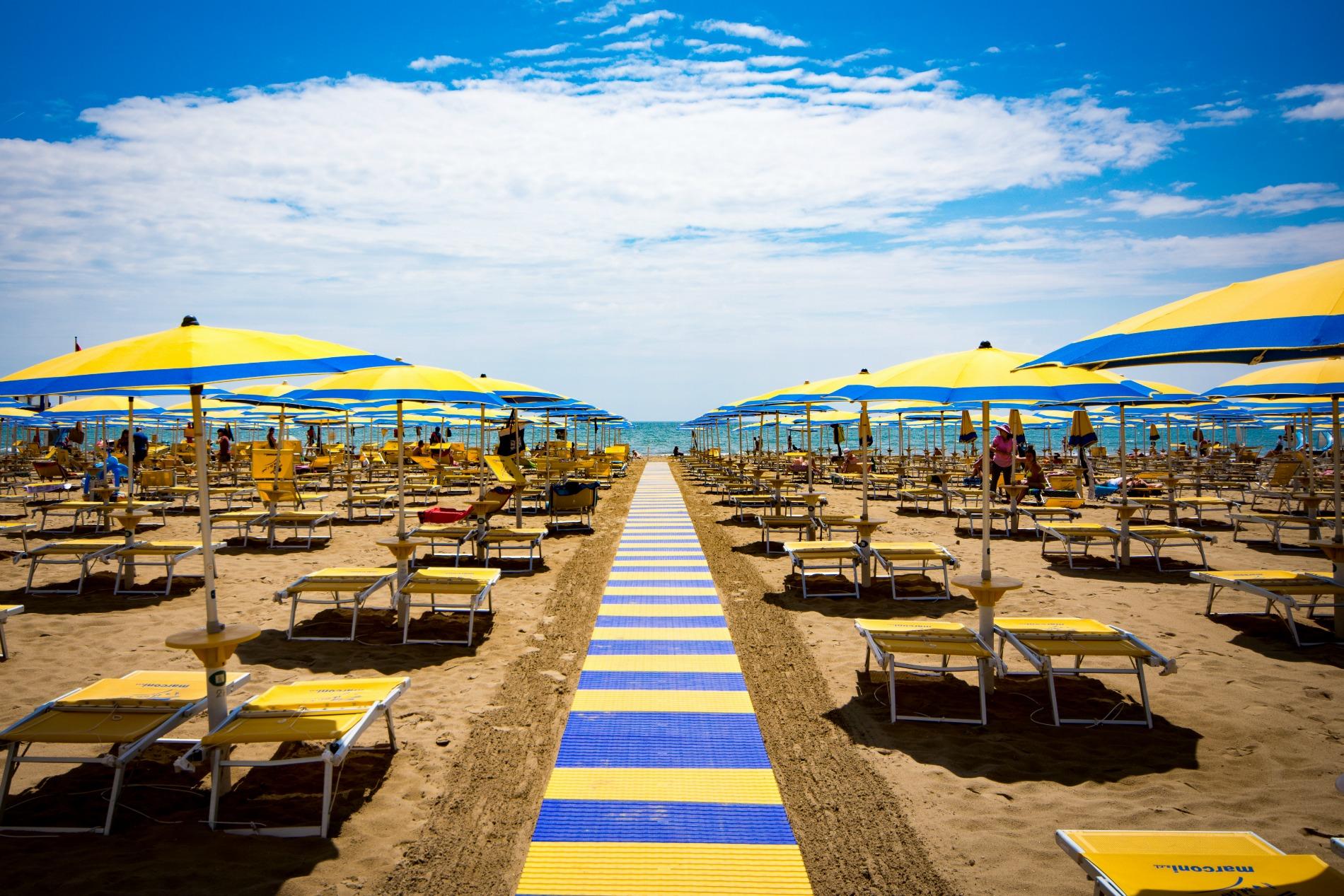 http://www.hotelvenezuela.it/wp-content/uploads/2016/02/spiaggia1.jpeg