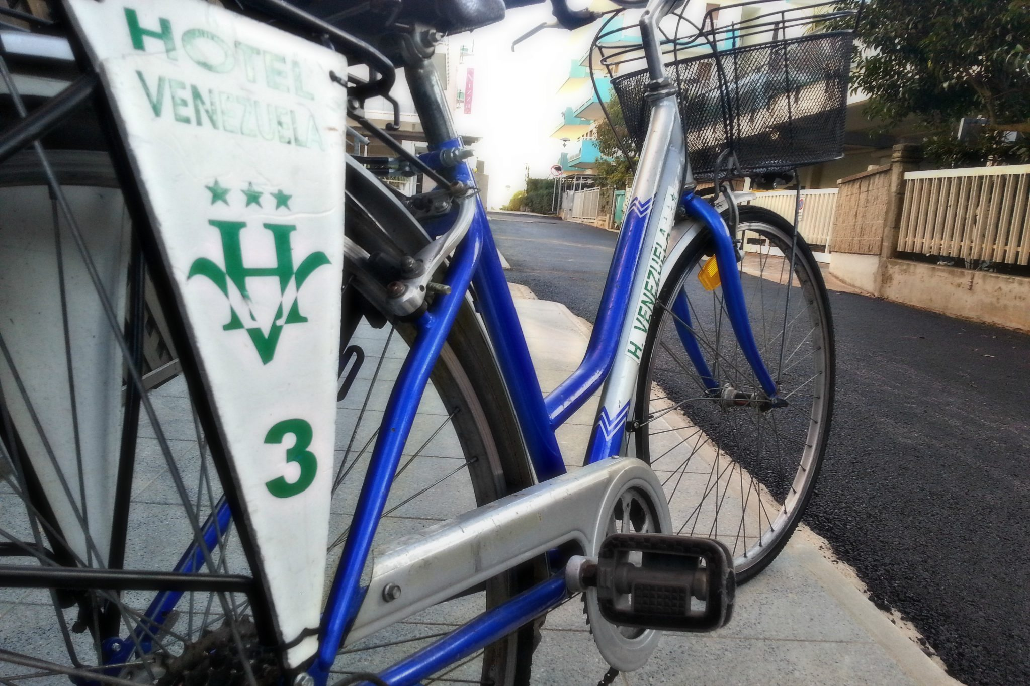 http://www.hotelvenezuela.it/wp-content/uploads/2016/05/bicicletta6.jpeg