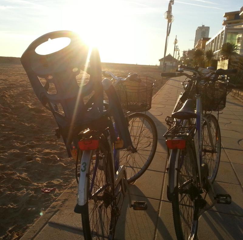 http://www.hotelvenezuela.it/wp-content/uploads/2016/11/bicicletta2.jpeg