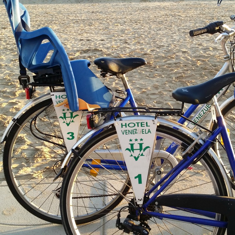 http://www.hotelvenezuela.it/wp-content/uploads/2016/11/bicicletta3.jpeg