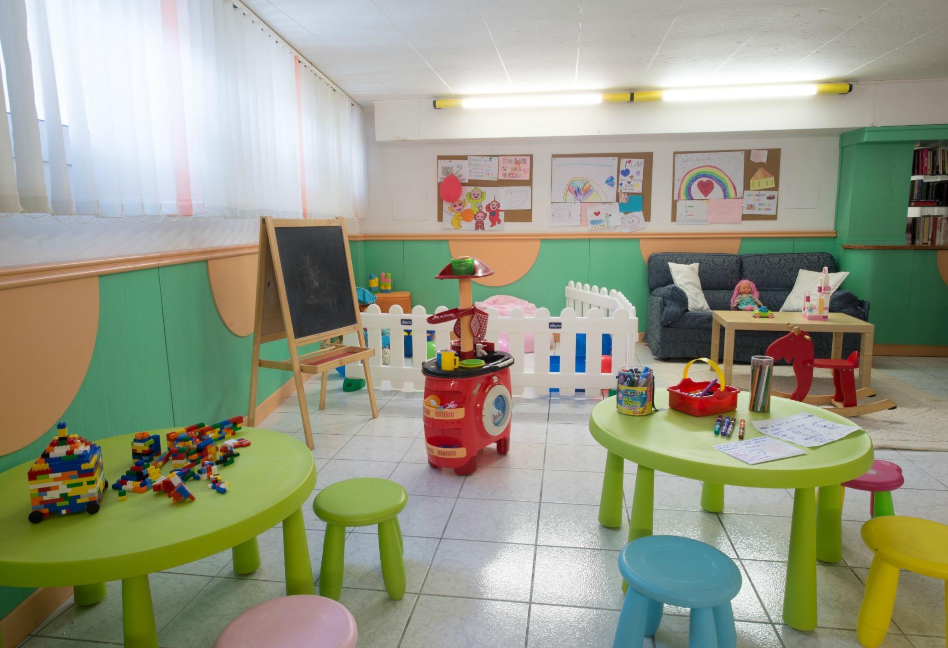 http://www.hotelvenezuela.it/wp-content/uploads/2016/12/saletta-1.jpeg
