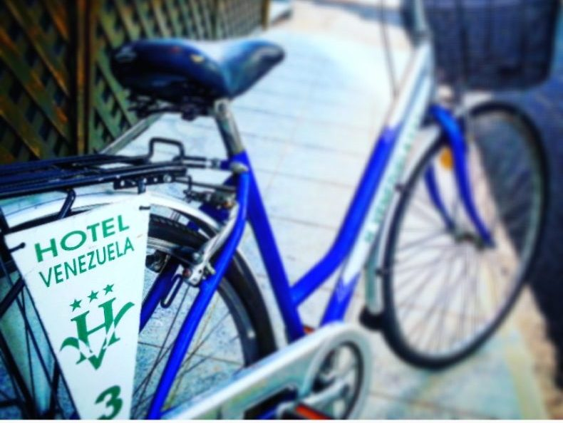 https://www.hotelvenezuela.it/wp-content/uploads/2016/11/biciclette-e1557910805819.jpeg