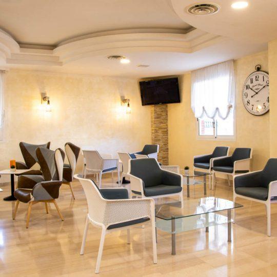 https://www.hotelvenezuela.it/wp-content/uploads/2019/03/Sala_comune_Hotel_VenezuelaRESIZE-540x540.jpg