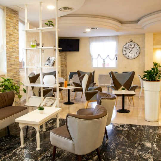 https://www.hotelvenezuela.it/wp-content/uploads/2019/03/Sala_hallRESIZE-540x540.jpg