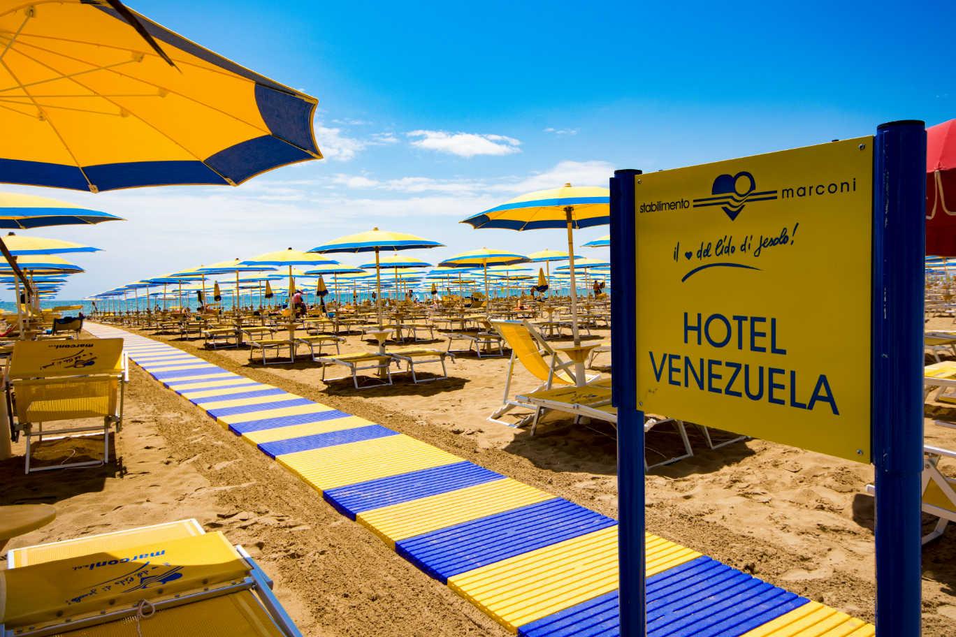 https://www.hotelvenezuela.it/wp-content/uploads/2019/05/Passerella_Spiaggia_Jesolo_Hotel_Venezuela.jpg