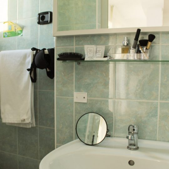 https://www.hotelvenezuela.it/wp-content/uploads/2020/04/Bagno_Camera_Familiare_XL_Open-540x540.jpg