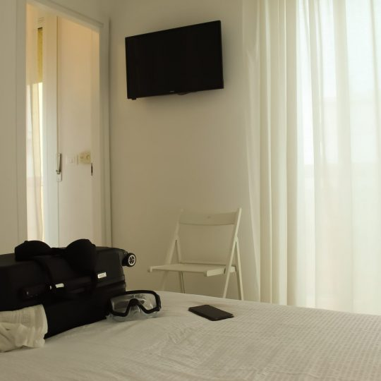https://www.hotelvenezuela.it/wp-content/uploads/2020/04/Camera_XL_Privacy_letto-540x540.jpg