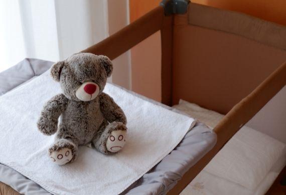 https://www.hotelvenezuela.it/wp-content/uploads/2021/05/Culla-per-bambini-su-richiesta-nella-prenotazione-Hotel-Venezuela-Jesolo.jpg